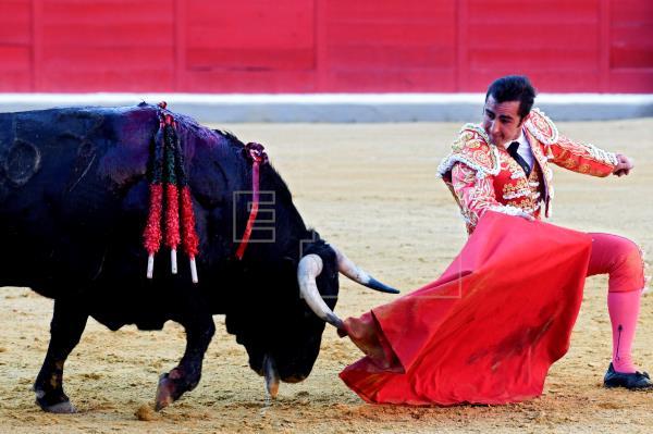 El Fandi sale a hombros con Javier Conde en Motril