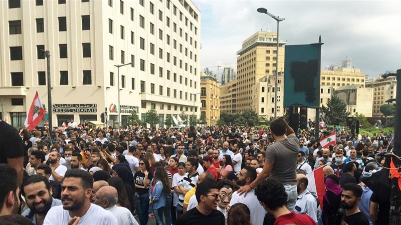 Caos en las calles del Líbano en el tercer día de feroces protestas