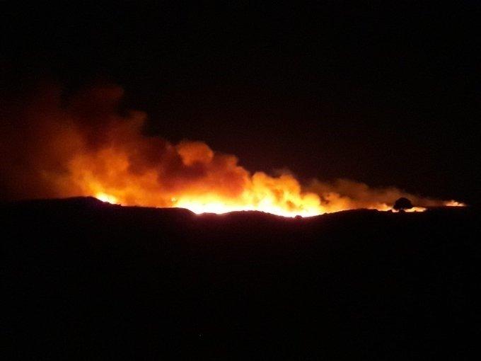 Continúan las labores de extinción del incendio forestal de Manilva