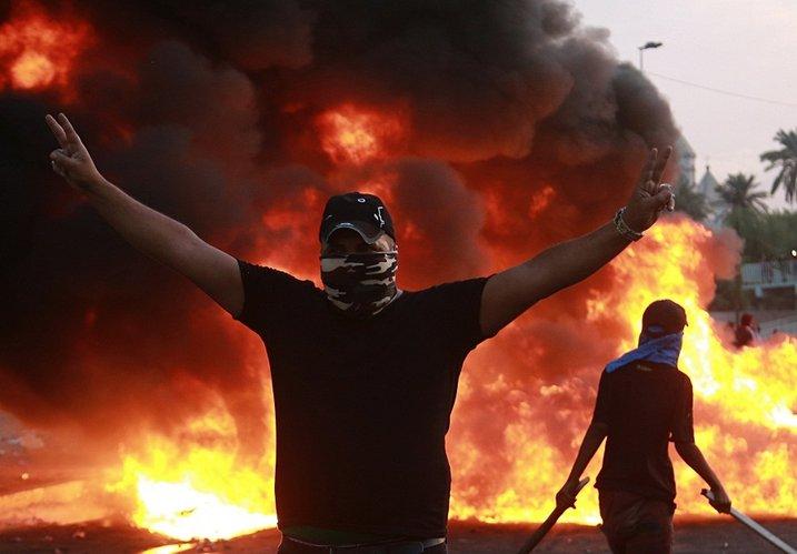 Irak: La policía dispara contra los manifestantes con mas de 100 muertos