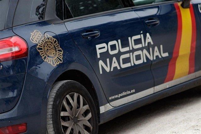 Una vecina cordobesa entrega una cartera con 600 euros y la Policía se la devuelve a un turista italiano