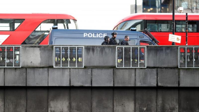 La policía mata a tiros al asesino de Londres, considera los apuñalamientos un ataque terrorista