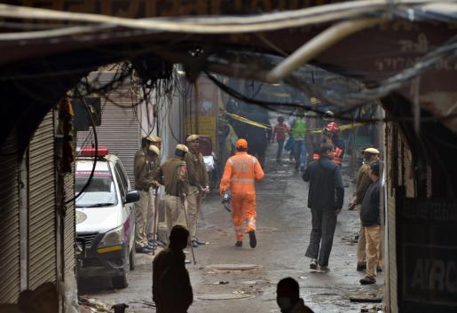 Incendio en fábrica de Nueva Delhi mata a 43 personas