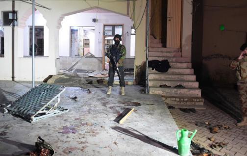 El número de muertos en el atentado suicida en la mezquita de Pakistán aumenta a 15