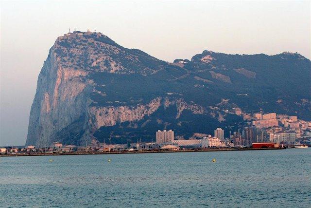 Londres recuerda a Gibraltar que no puede negociar por su cuenta el libre tránsito de personas