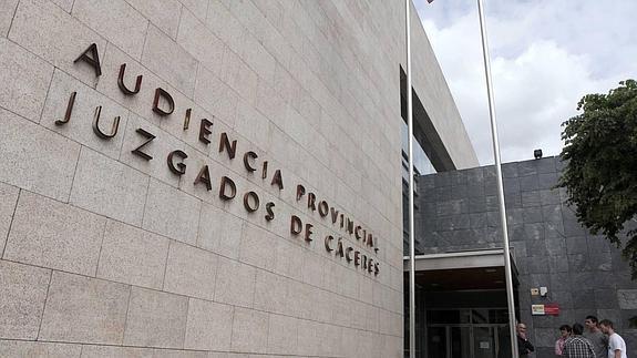 LA AUDIENCIA DE CÁCERES CONFIRMA EL ARCHIVO DEL CASO CONTRA LA DIRECTORA DE UN COLEGIO POR MALTRATO A UNA NIÑA CON AUTISMO