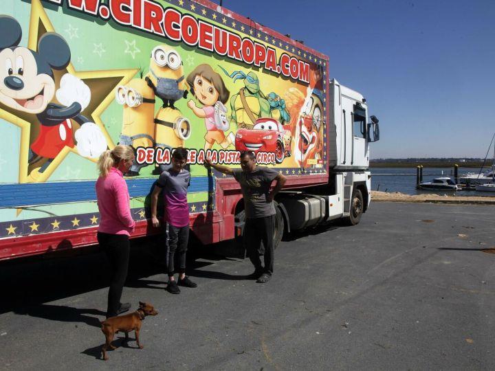 Circo confinado en Huelva sale adelante gracias a solidaridad de los vecinos