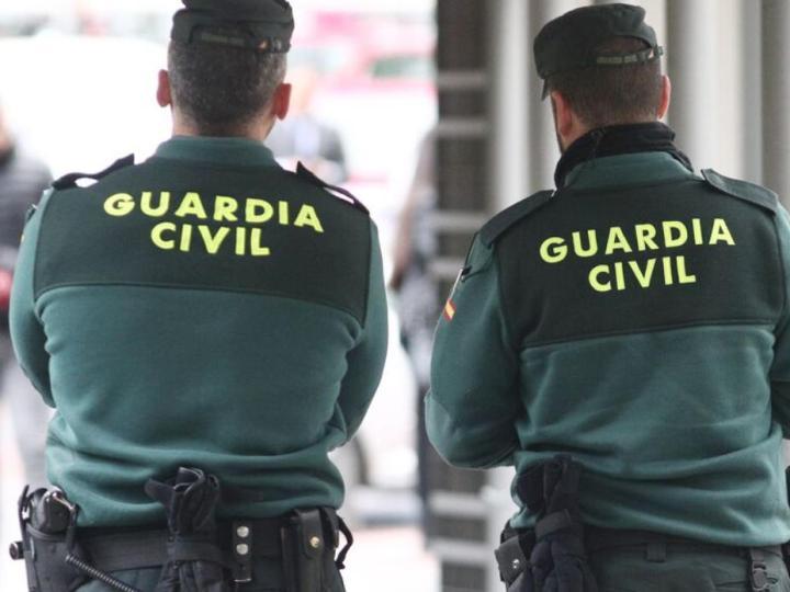 La Guardia Civil alerta de un fraude que ofrece a los mayores vacunarse en casa