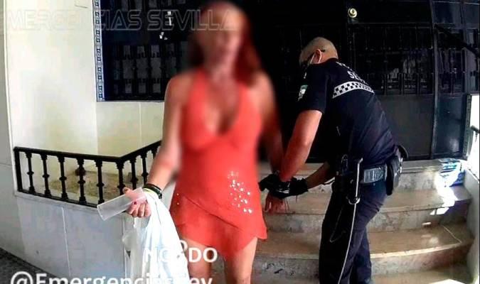 Detienen a una mujer en Triana tras apuñalar a su expareja
