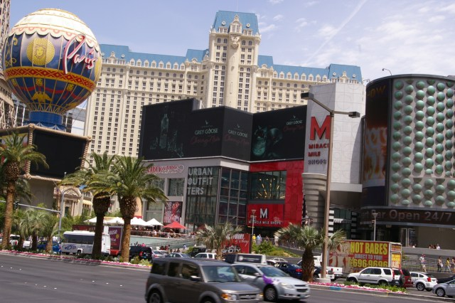 Miracle Mile West Facing Digital Screen, North End