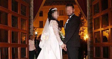 Il se marie et aucun de ses amis ne va à son mariage.