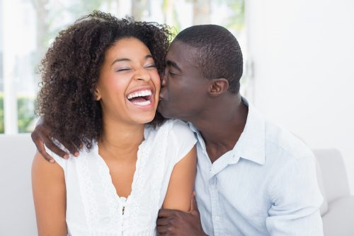6 Signs You Notice When a Guy is Interested in a Lady