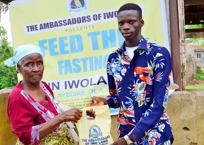 Ambassadors of Iwo Round off Ramadan Program With Distribution of Food