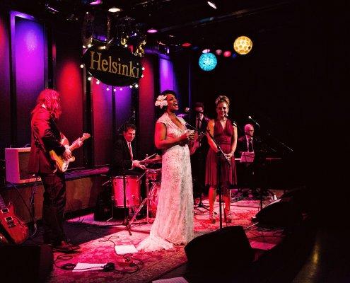 bride singing - club helsinki