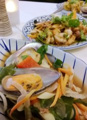 Mussels with coriander root
