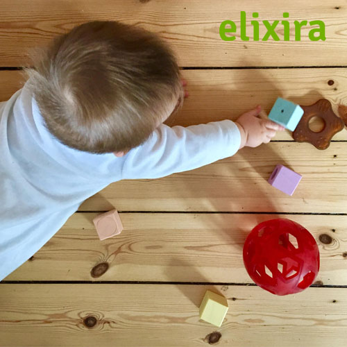 Find alt hvad du skal bruge til din nyfødte baby. Vælg mellem kemifrit tøj, legetøj der stimulerer sanserne hos barnet. Køb her hos Elixira, din veganske webshop.