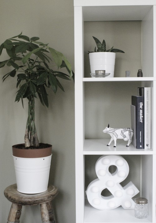 shelf styling tips at elizabethdanon.co.uk