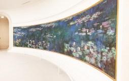 Monet's waterlilies at Musee l'Orangerie