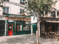 Shakespeare and Co Book Store 5th Arrondissement