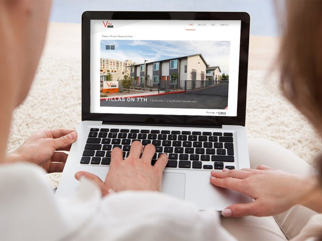 A couple looking at Villas on 7th website home page looking for a townhouse to rent in AZ
