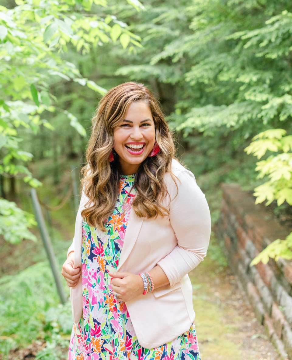 Hear Amber Housley on the Breakthrough Brand Podcast giving tips for how to build a successful mastermind and membership community with Elizabeth McCravy.