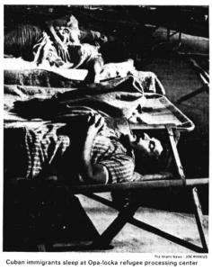 foto Cuban immigrants sleep at Opa-locka refugee processing center