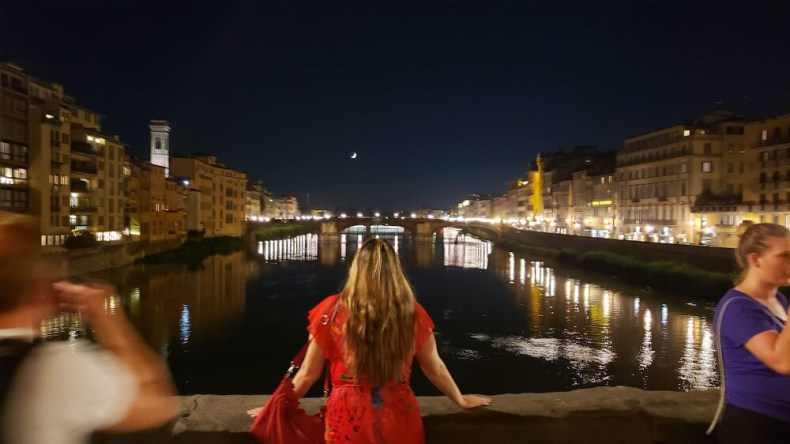 Contemplando a lua da ponte Vecchio