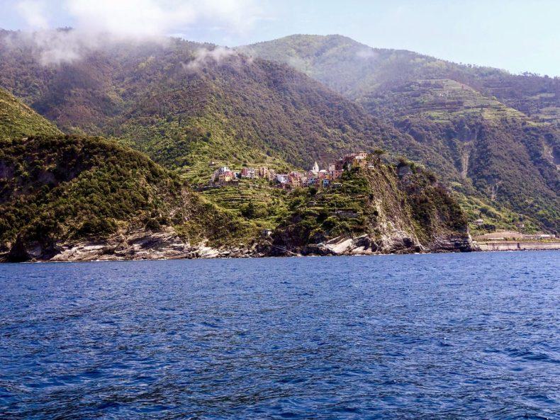 Cinque Terre . Corniglia -a Terre que não pode ser acessada pelo mar