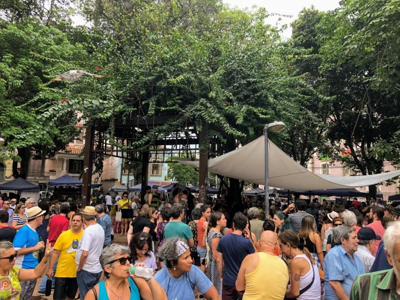 Roda de Chorinho na Praça São Salvador, Laranjeiras, Rio de Janeiro. Música boa e consumo sustentável atraem os cariocas