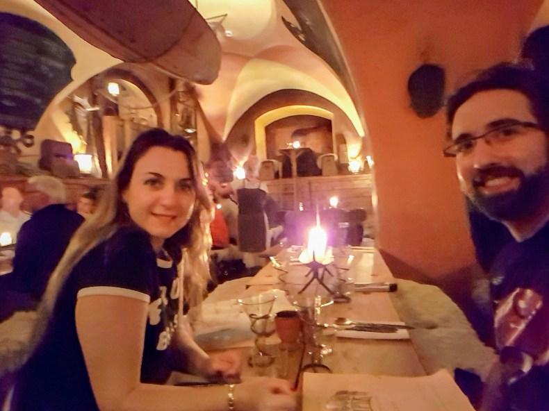 Curtindo um jantar Viking, em Estocolmo. Restaurante Aifur. Primeiro trimestre de gravidez , Babymoon