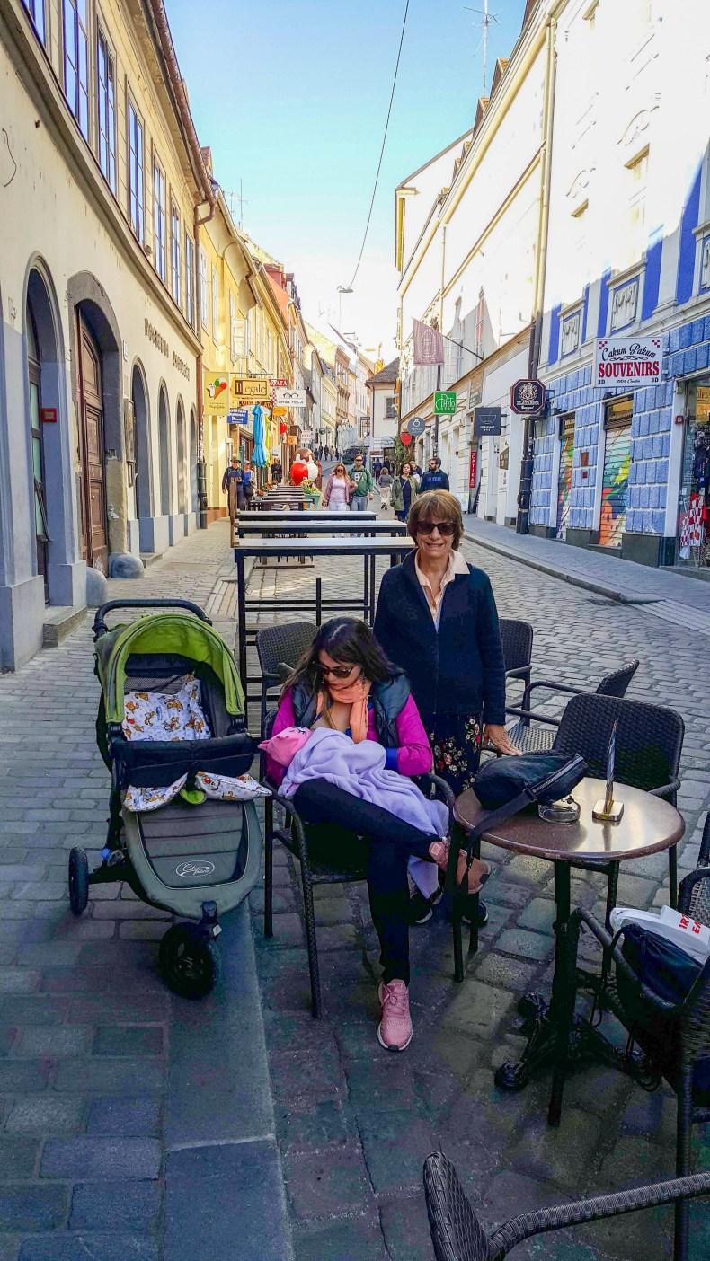 Seguro viagem . Viajar com bebês: alimentação e roteiro. Amamentando na Croácia
