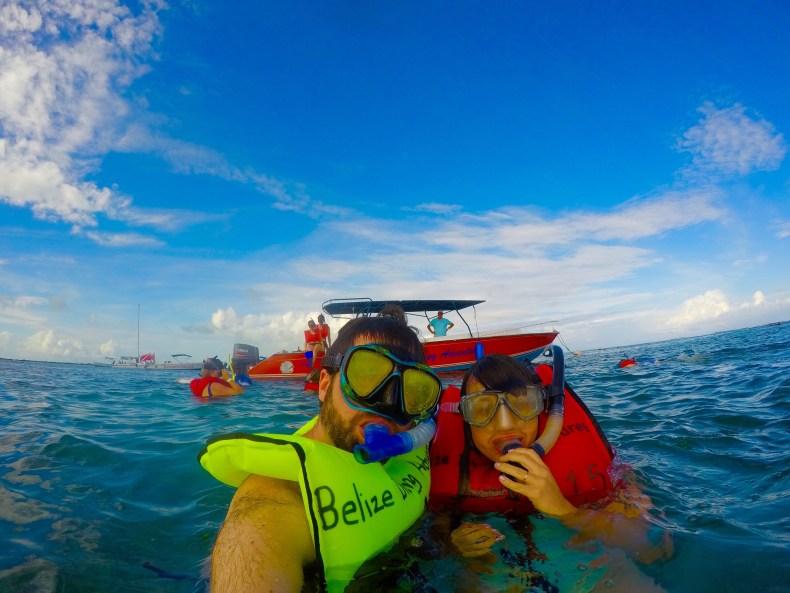 Mergulho incrível na barreira de corais em Belize. Grávida de 20 semanas. Babymoon