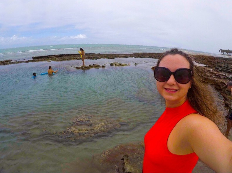 Piscinas naturais entre os recifes na praia dos carneiros