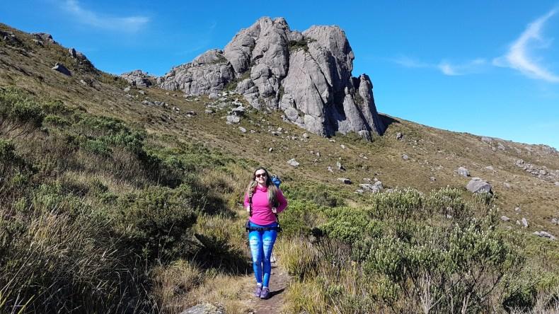 O que fazer e onde comer em Penedo RJ em um dia. Fazendo trilha na parte alta do Parque Nacional do Itatiaia no inverno, atividades próxima a Penedo, mas isso é assunto pra outro post.
