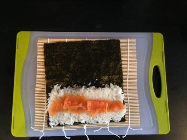 04_MakingSushi_Salmon