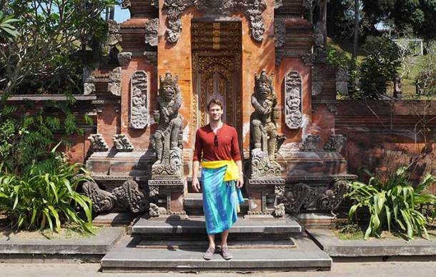 Spiritual Bali - covering up at Tirta Empul