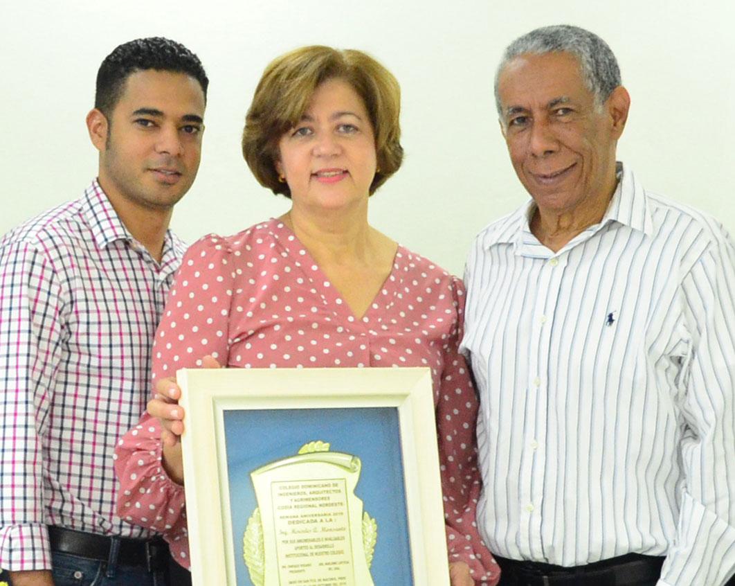 Ing. Mercedes Monsanto de Muñoz, estuvo acompañada de su esposo el doctor José Orlando Muñoz Coste e hijo Ing. José Orlando Muñoz Monsanto.
