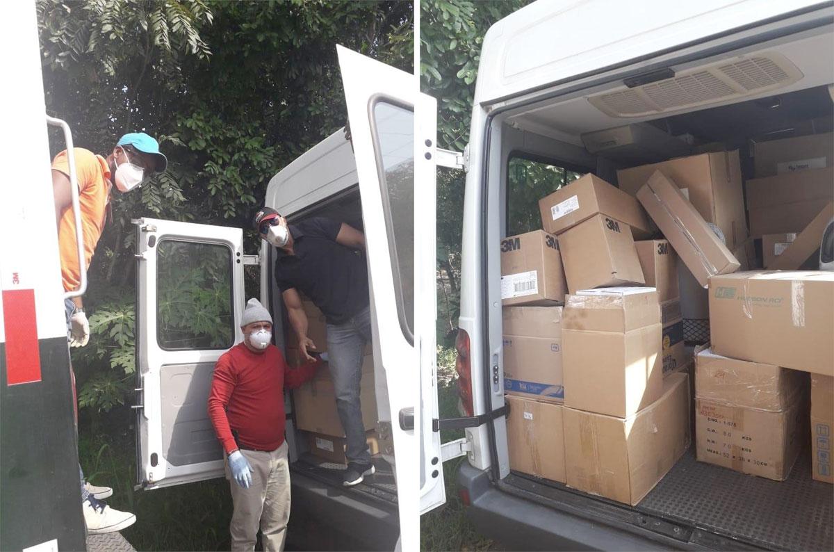 Uno de los vehículos que transportó los materiales donados.