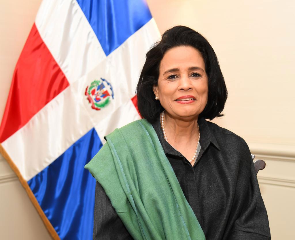 Embajadora Laura Faxas