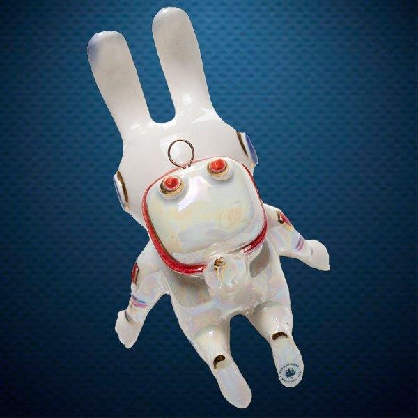 Стеклянная елочная игрушка Космо-заяц 1