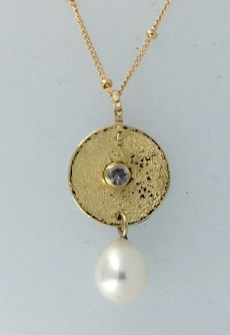 18k bimetal pendant, sapphire, pearl