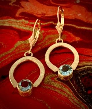 2 carat TW aquamarine in 14k gold