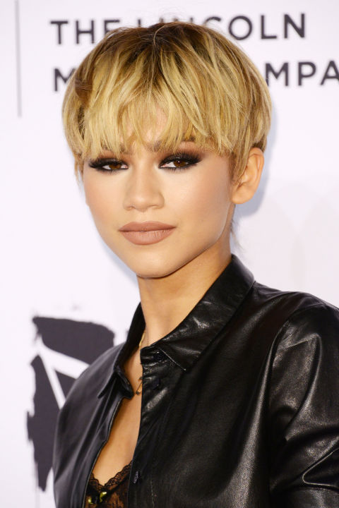 A true hair chameleon, Zendaya can wear any style and make it look natural. This roots showing bowl cut is a piece of cake.