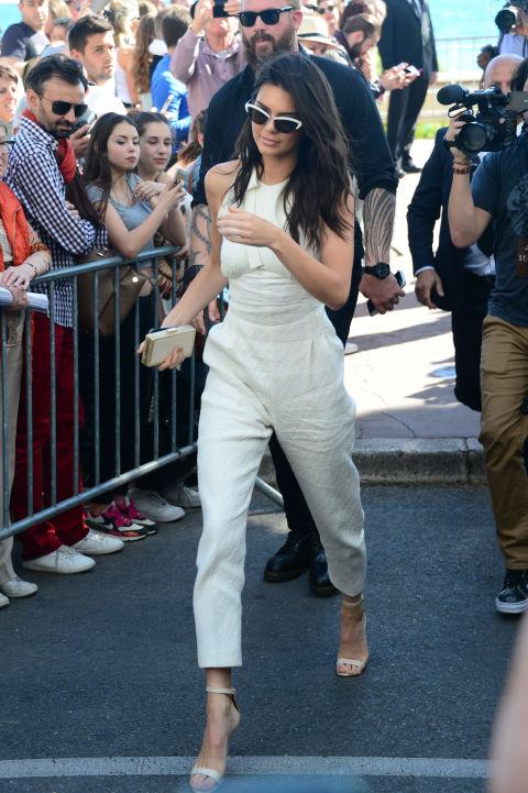 Chegando em um evento durante o Festival de Cinema de Cannes.