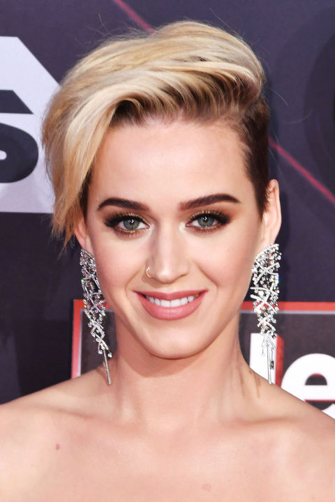 After wearing her natural dark hair for years, Katy Perry decided that switch things up. She shared her undercut journey on Snapchat, too.