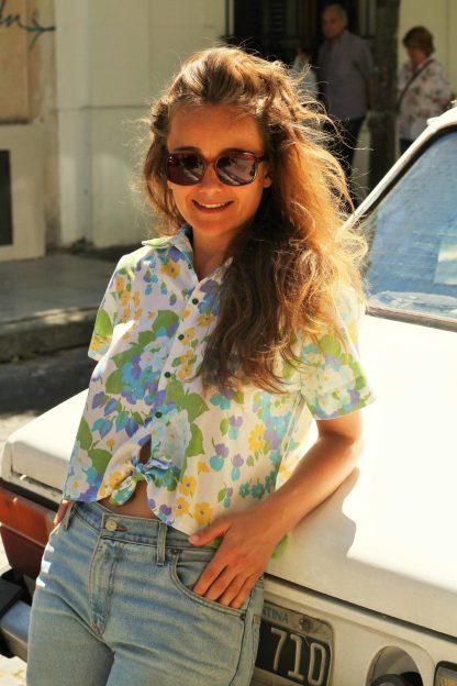chemisette Hanoi pose sur voiture