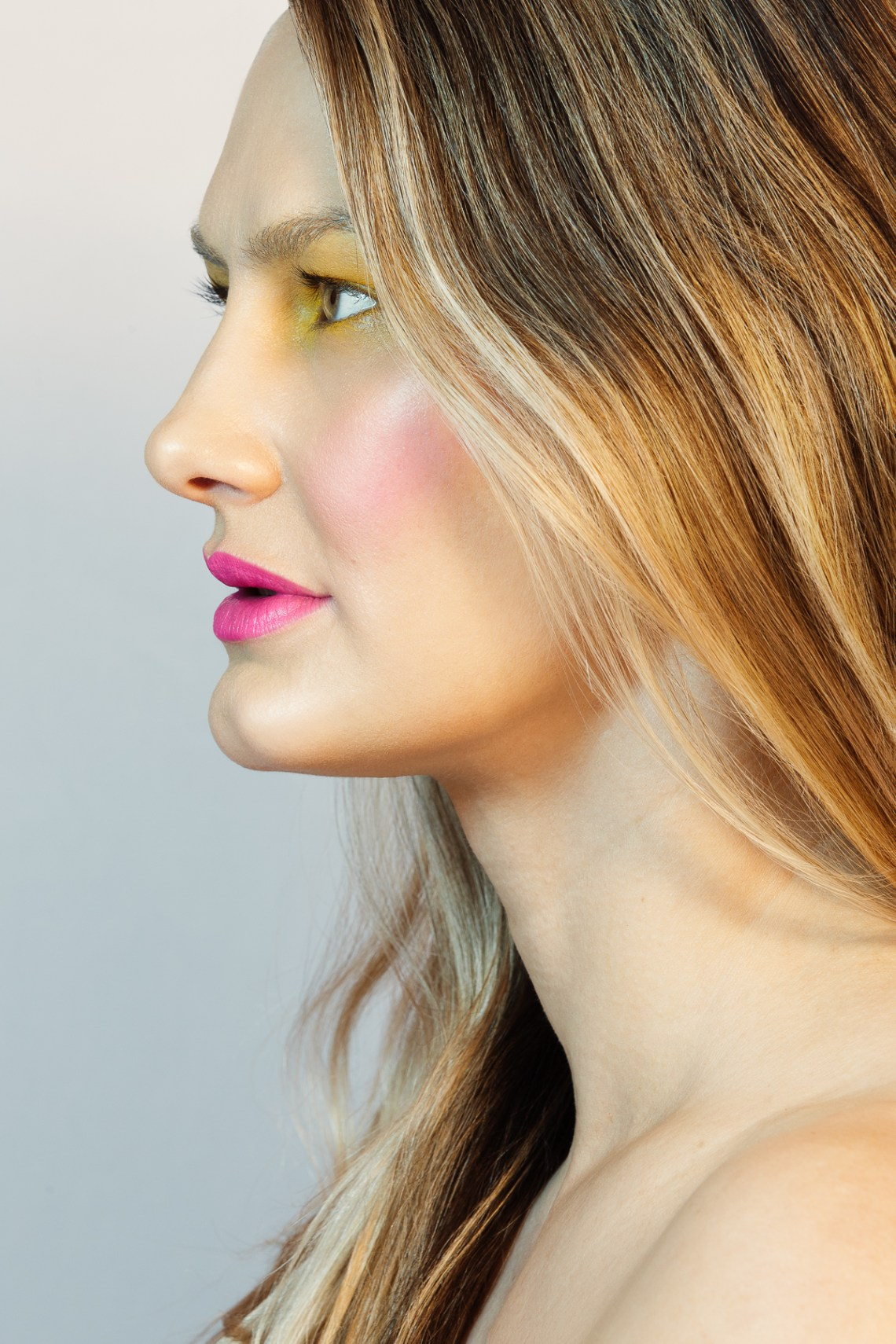 Beauty photographer Ella Sophie, profile image of model with pink lips and yellow eye makeup