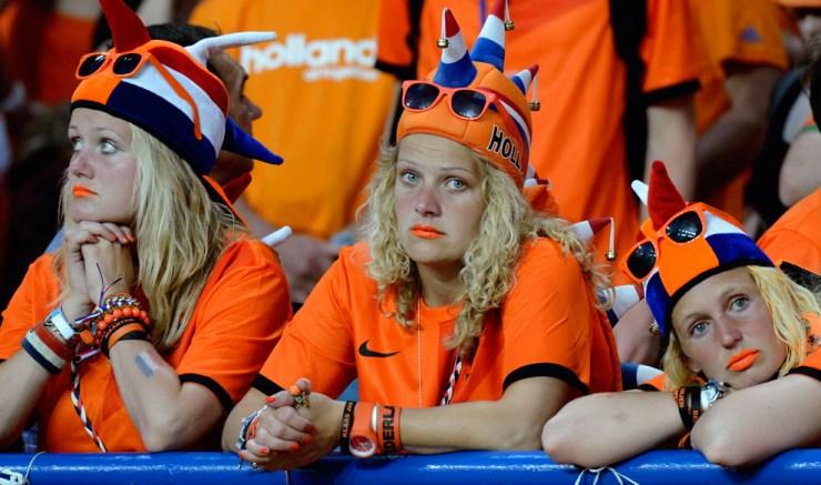 Fanáticos de Holanda tristes por la pérdida de su equipo Femenino.