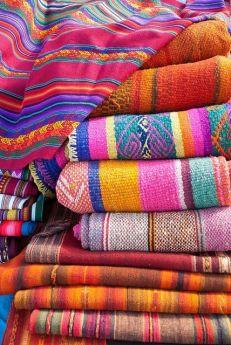 bunte Stoffe | 7 STEPS: Die perfekte Mexikanische Dekoration