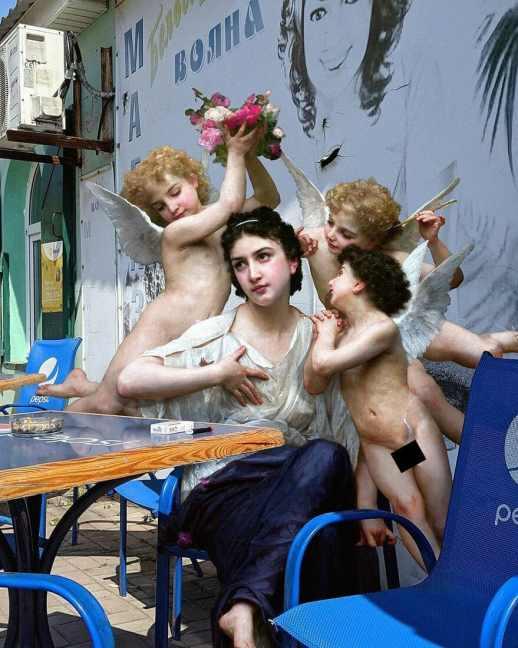 Diosa mitológica con sus ángeles en un bar